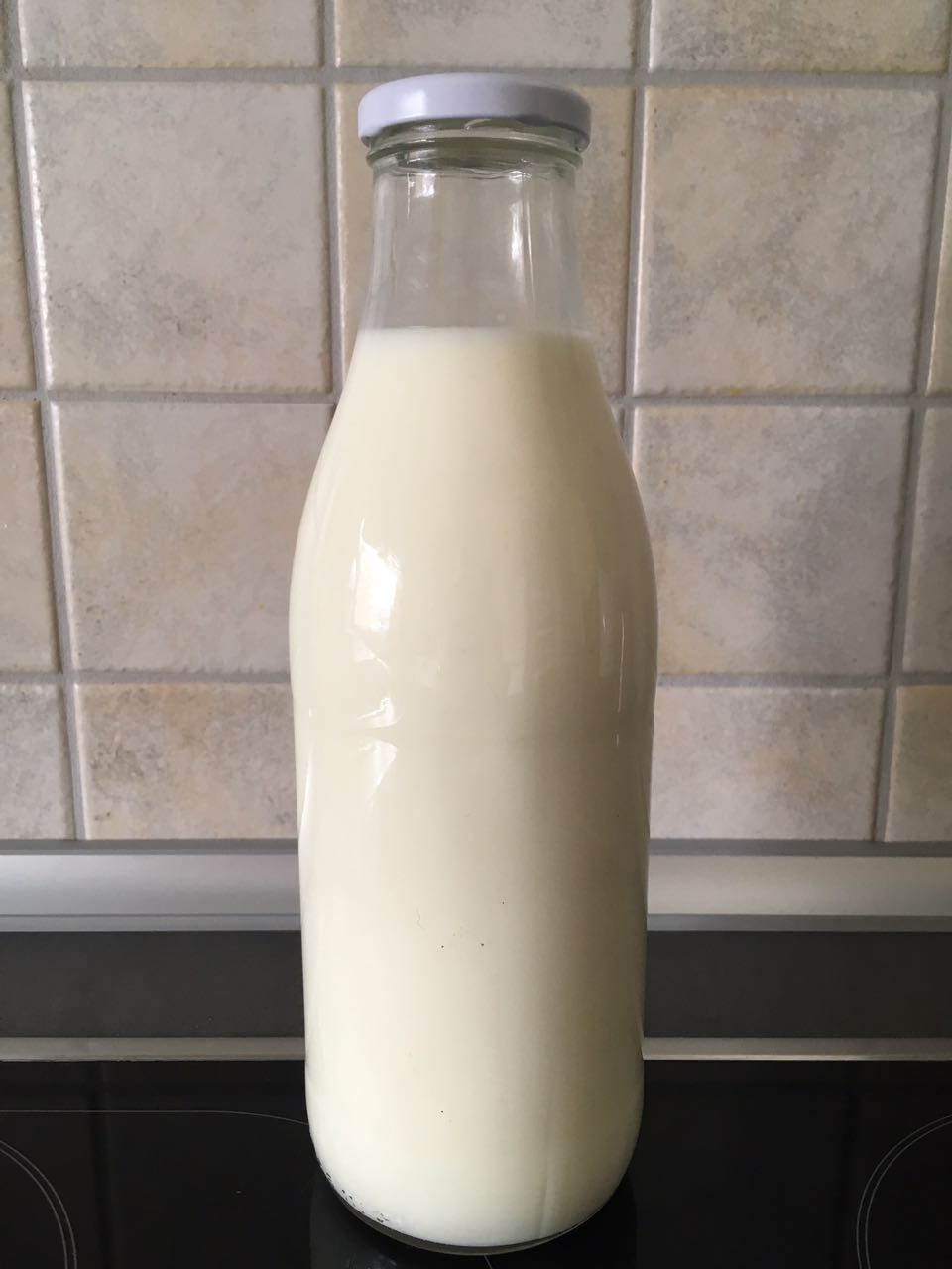 eine Flasche Rohmilch vom Mittelhammshof